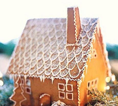 Рождественский снежный пряничный домик