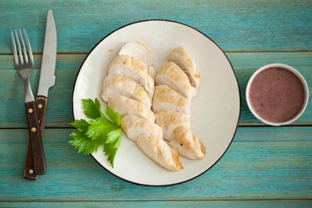 Куриные грудки с соусом из фасоли