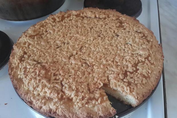 Пирог из песочного теста с вареньем