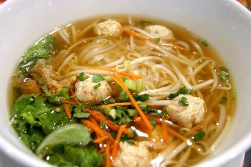Куриный суп с шариками из индейки, овощами и пастой