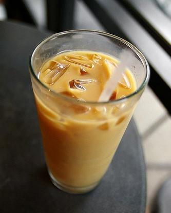 Кофейно-сливочный коктейль с самбукой