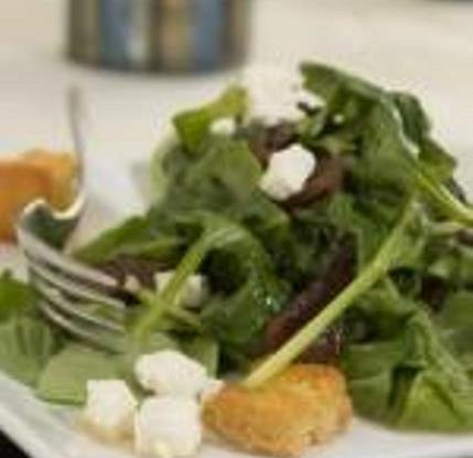 Теплый салат из мангольда с сыром