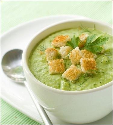 Суп-пюре из брокколи с белой фасолью и чеддером
