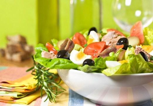 Салат нисуаз с пармезаном