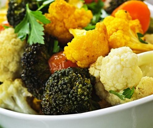 Цветная капуста и брокколи с чесноком, запеченные в духовке