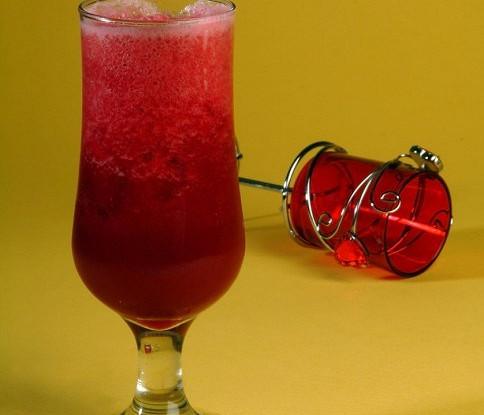 Газированный клюквенный пунш с ягодным льдом