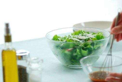 Салатная заправка из уксуса и растительного масла