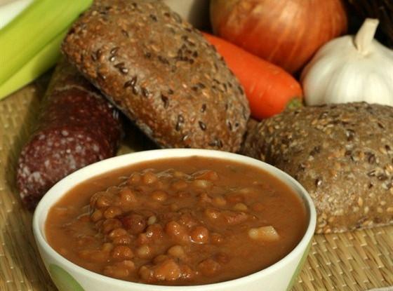 Суп из красной фасоли с грецкими орехами
