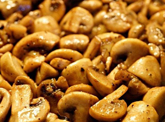 Тушеные в мясном бульоне грибы