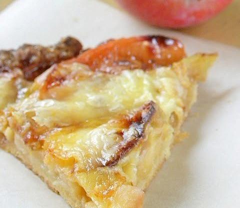 Яблочная кростата с сыром чеддер