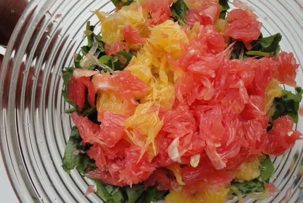 Азиатский салат со шпинатом и апельсином