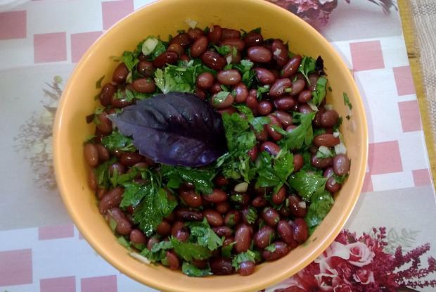 Армянский салат из красной фасоли