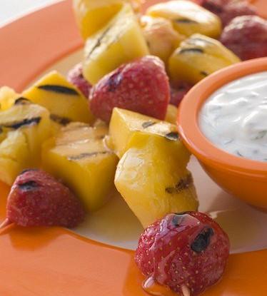 Шашлык из фруктов с лаймовым сиропом