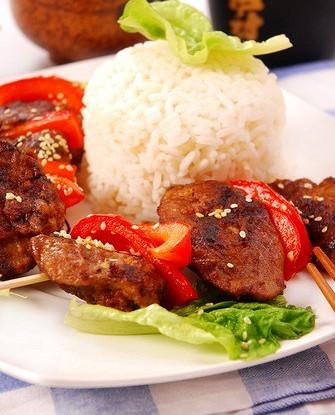 Свиные шашлыки с красными перцами и ананасовым рисом