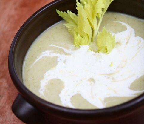 Суп-пюре из кабачков со сметаной
