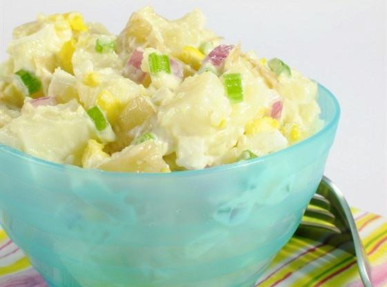 Картофельный салат с сыром рокфор