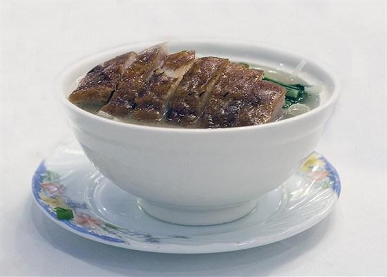 Утка в специях с супом, лапшой и зеленью
