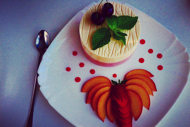 Крем-пломбир с ягодами и мятой