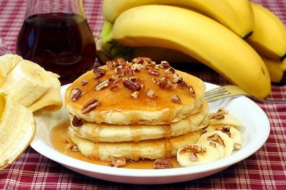 Оладьи с бананами и орехами