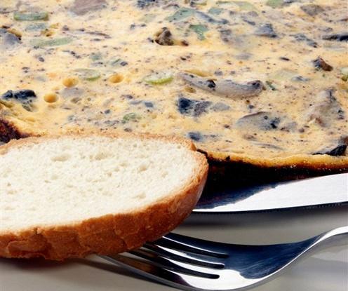 Фриттата с расплавленным сыром и грибами