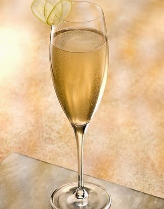 Новогодний грушевый коктейль с шампанским и лаймом