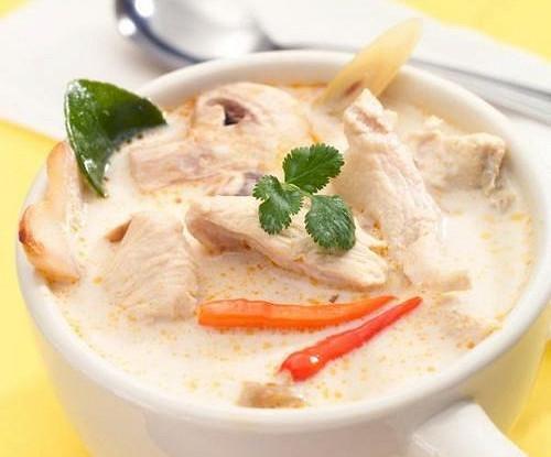 Тайский суп из галангала с курицей (Том кха гай)