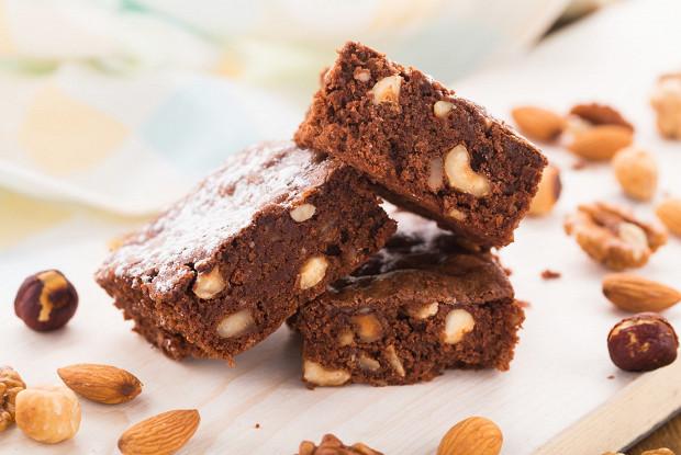 Классический брауни с темным шоколадом и орехами
