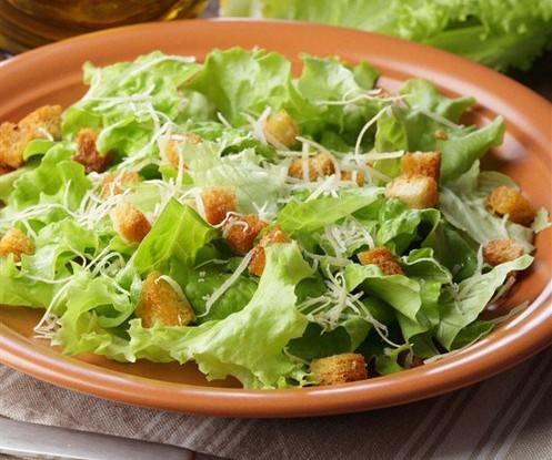 Салат «Цезарь» с сыром