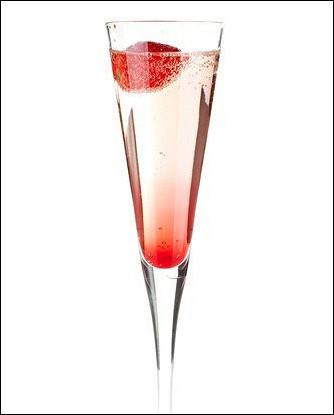 Новогодний клубничный коктейль с шампанским