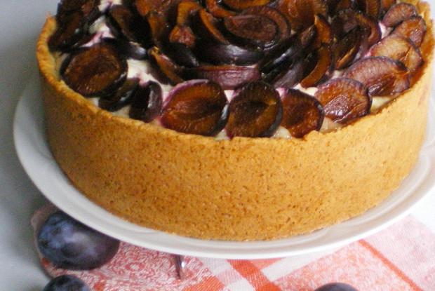 Сметанный пирог со сливами