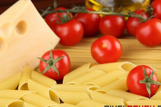 Макароны в остром томатном соусе с пармезаном
