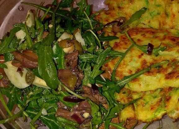 Теплый салат Рула с грибами и рукколой