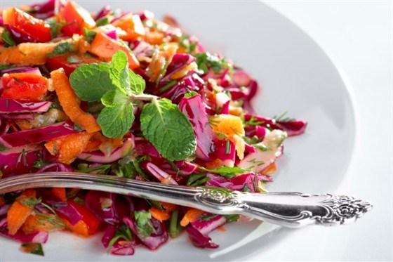 Капустный салат с орехами