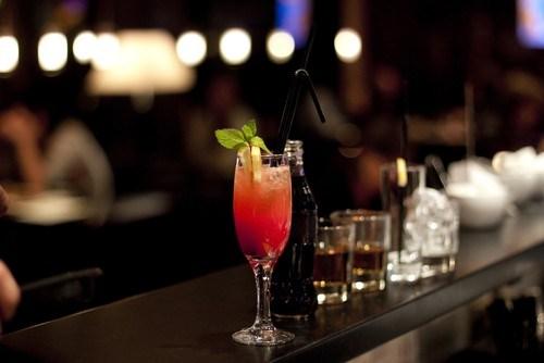 Новогодний малиновый коктейль с шампанским
