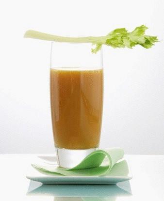 Напиток из брокколи, сельдерея и кормовой капусты