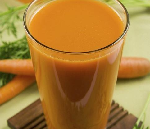 Капустно-морковный сок с имбирем