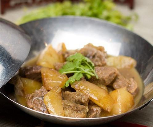 Говядина в карри мадрас с картофелем