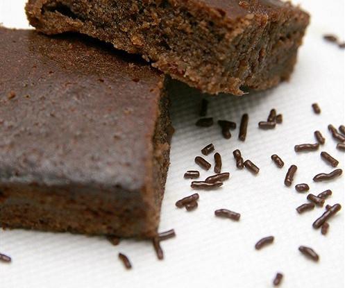 Шоколадные пирожные с черносливом