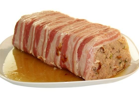 Террин из свинины и можжевельника по-деревенски