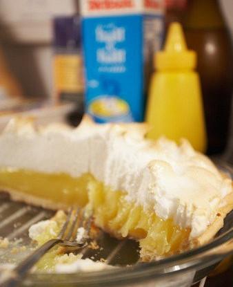 Лимонный пирог с запеченными белками