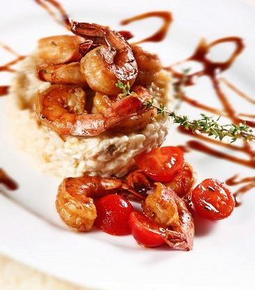 Остро-пряные креветки с имбирем, чили, томатами и кокосом