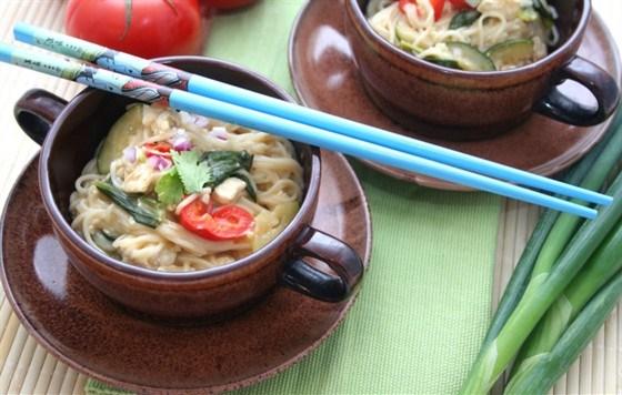 Жареные овощи и тофу с имбирем, кунжутным маслом и мисо