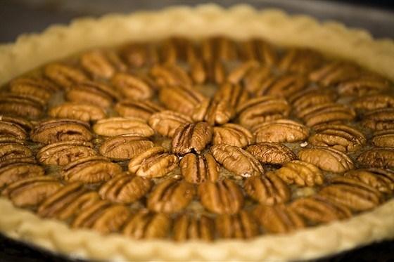 Пирог с орехами пекан, тростниковым сиропом и ромом