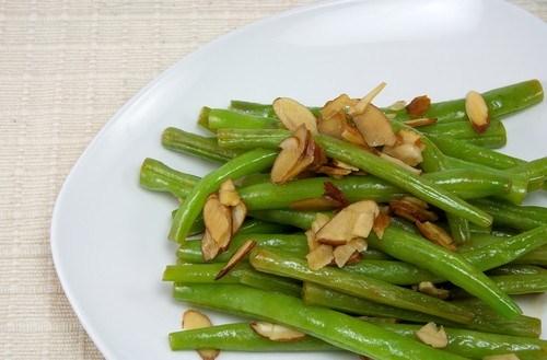Зеленая фасоль с миндалем и тимьяном