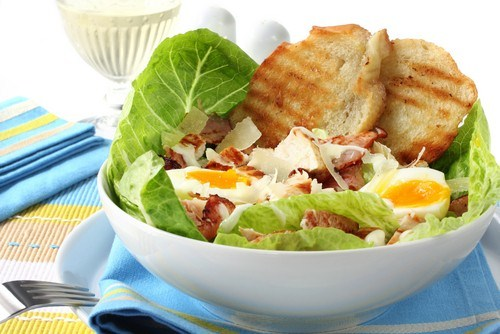 Салат из телятины с яйцами и эндивием