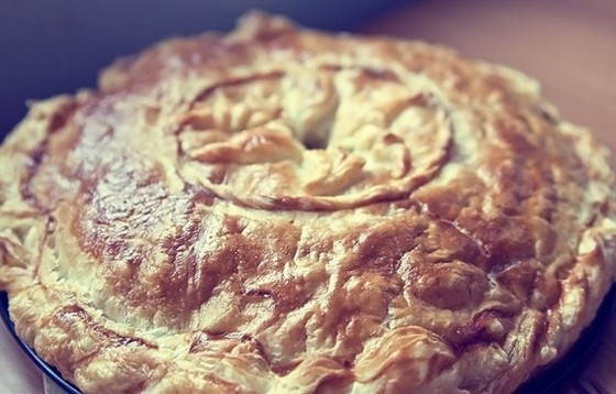 Пирог с курицей, картофелем и зеленью