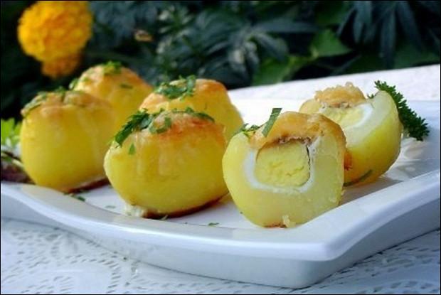 Перепелиные яйца, запеченные в картофеле