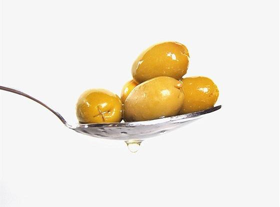 Оливки, фаршированные жареным миндалем с чили