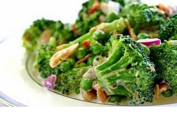 Салат с мидиями, брокколи и стручковой фасолью