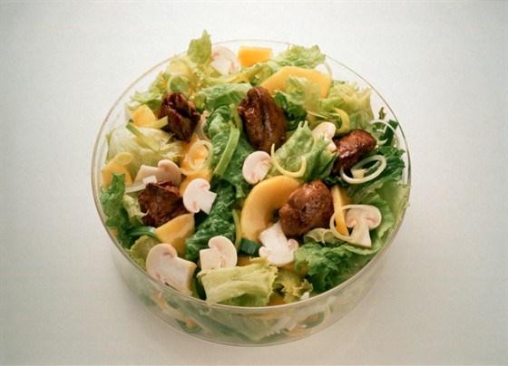Салат из печени с грибами и травами